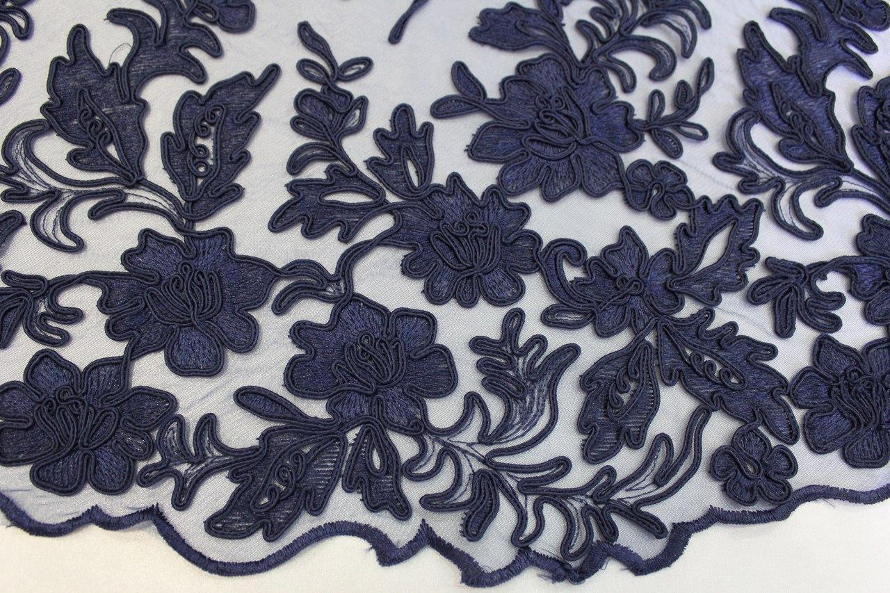 Вышивка на сетке синяя