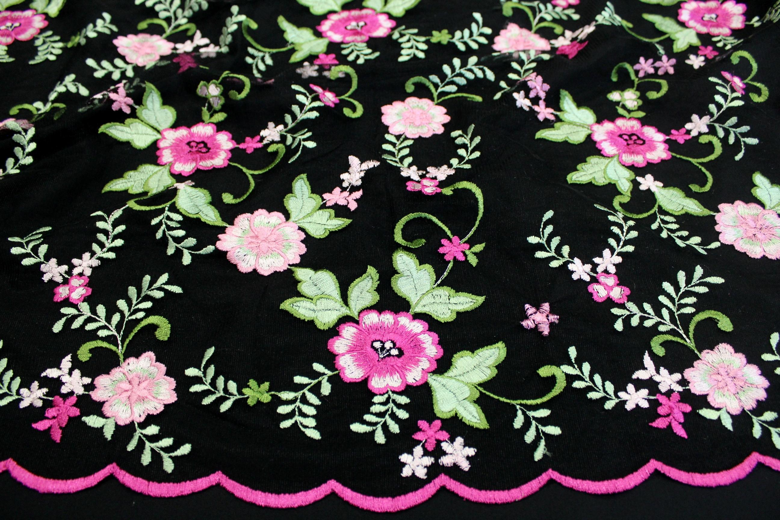 Сетка с вышивкой черная 581